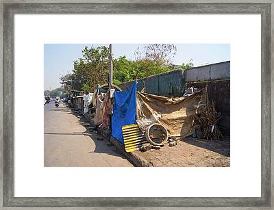 Street Dwellings In Mumbai Framed Print by Mark Williamson