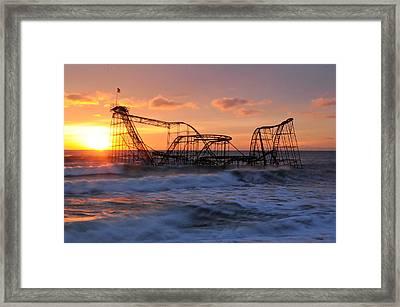 Sunrise Over The Jetstar Framed Print by Desiree DeLeeuw