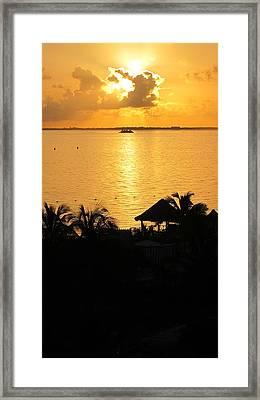 Sunrise Playa Mujeres Framed Print