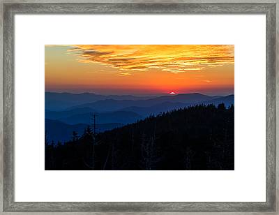Sun's Last Peak Over The Blue Ridge Framed Print by Andres Leon