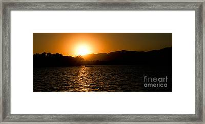 Framed Print featuring the photograph Sunset At Kunming Lake by Yew Kwang