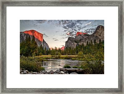 Sunset At Valley View Framed Print by Cat Connor