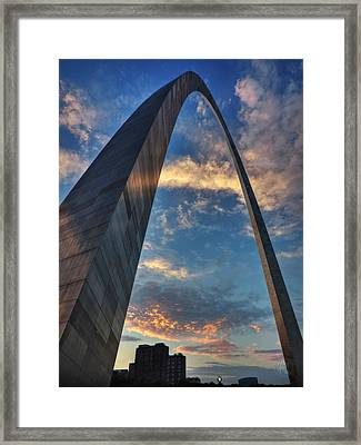 Sunset Under The Gateway Arch 001 Framed Print