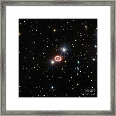 Supernova Sn 1987a Framed Print by Science Source