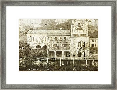 Talking Walls Framed Print by Andrew Paranavitana