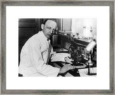 Tb Doctor And Researcher Framed Print by Underwood Archives