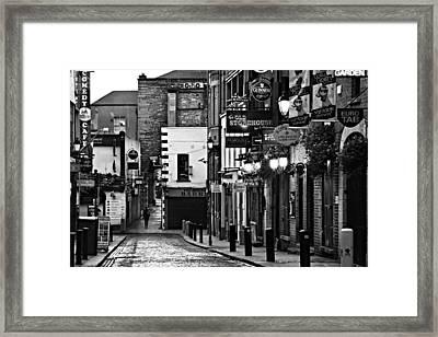 Framed Print featuring the photograph Temple Bar / Dublin by Barry O Carroll