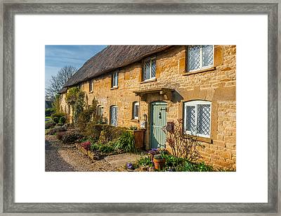 Thatched Cotswold Cottage In Taynton Oxfordshire Framed Print by David Ross