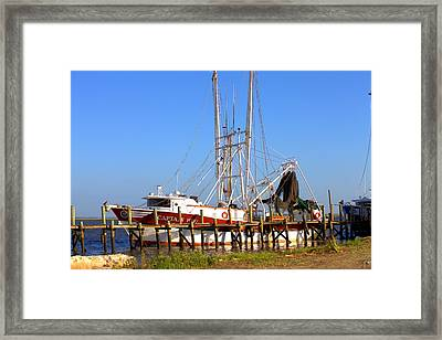 Framed Print featuring the photograph The Captain Hw by Gordon Elwell
