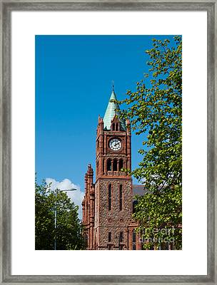 The Guildhall Framed Print by Luis Alvarenga
