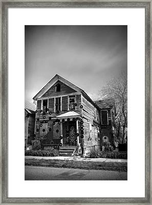The House Of Soul At The Heidelberg Project - Detroit Michigan - Bw Framed Print by Gordon Dean II