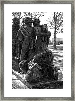 The Immigrant's Statue In New York City Framed Print by Dan Sproul