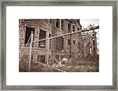 The James Scott Mansion Framed Print by Priya Ghose
