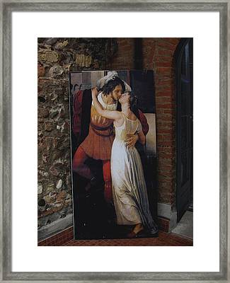 The Kiss Of Romeo And Julieta Framed Print