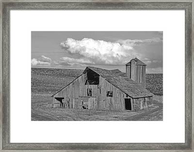 The Lewiston Breaks Barn Framed Print by Latah Trail Foundation
