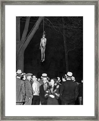 The Lynching Of A Murderer Framed Print by Underwood Archives