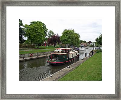 Framed Print featuring the photograph The Thames At Penton Hook Lock by Jayne Wilson