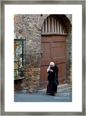 Framed Print featuring the photograph The Tourist by Theresa Ramos-DuVon
