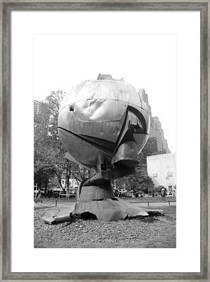 The  W T C Plaza Fountain In Black And White Framed Print by Rob Hans