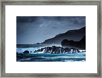Framed Print featuring the photograph The Way To A New Wave by Edgar Laureano