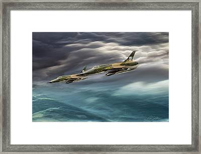 Thud Strike Framed Print by Peter Chilelli