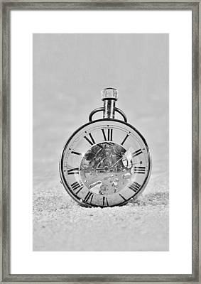 Time In The Sand In Black And White Framed Print by Rob Hans