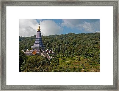 To The King And Queen Framed Print by Adam Romanowicz