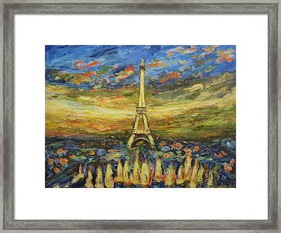 Tour Eiffel Avec La Fontaine. Framed Print