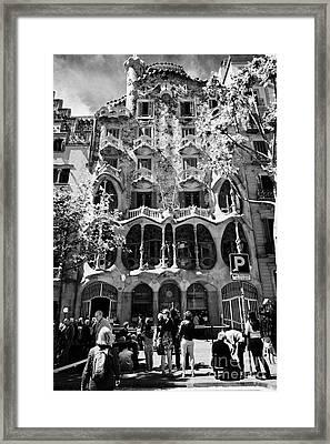 tourists outside casa batllo modernisme style building in Barcelona Catalonia Spain Framed Print by Joe Fox