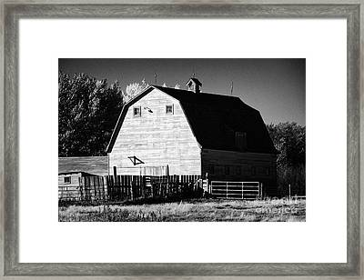 traditional Saskatchewan barn on farm in rural Canada Framed Print by Joe Fox
