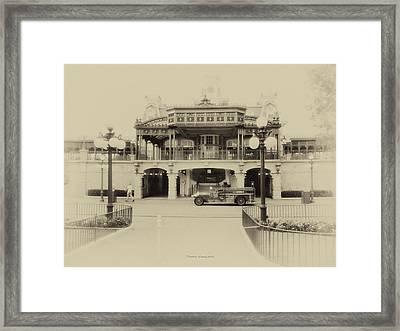 Train Statin Wdw In Heirloom Framed Print