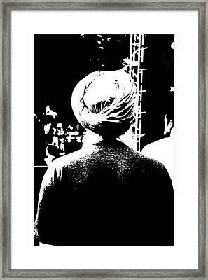 Turbante Blanco Y Negro Framed Print
