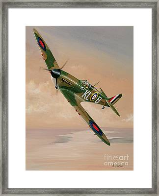 Turning For Home Framed Print by Richard Wheatland