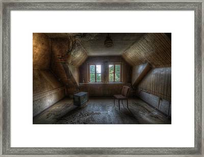 Tv Room Framed Print by Nathan Wright