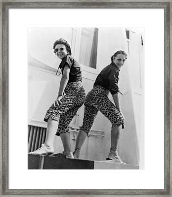 Two Sisters Arrive In Style Framed Print by Underwood Archives