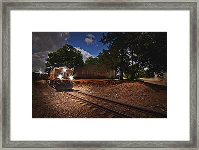 Union Pacific 7917 Train Framed Print by Linda Unger