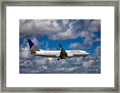 United Airlines Boeing 737 Ng Framed Print
