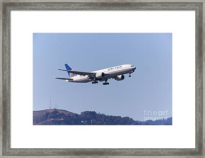 United Airlines Jet 5d29537 Framed Print by Wingsdomain Art and Photography