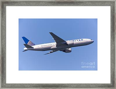 United Airlines Jet 5d29540 Framed Print by Wingsdomain Art and Photography