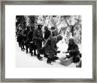 U.s. Infantrymen At Field Mess Framed Print