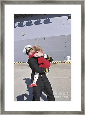 U.s. Navy Commander Hugs His Daughter Framed Print by Stocktrek Images