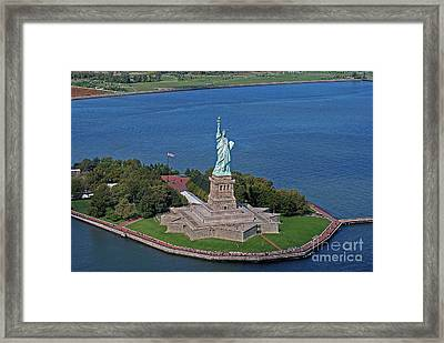 Usa Statue Of Liberty Framed Print by Lars Ruecker