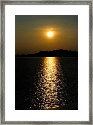 Verticle Sunset On The Ocean Framed Print by Linda Phelps