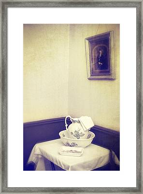 Victorian Wash Basin And Jug Framed Print by Amanda Elwell