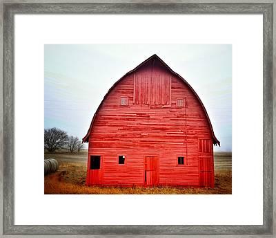 View Of Red Barn Framed Print by Shannon Ramos / Eyeem