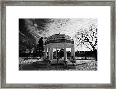 vimy memorial bandshell in snow covered kiwanis memorial park downtown Saskatoon Saskatchewan Canada Framed Print by Joe Fox