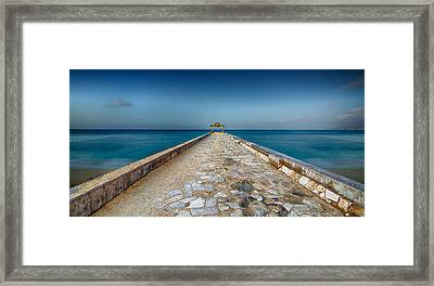 Waikiki Beach Walk Framed Print