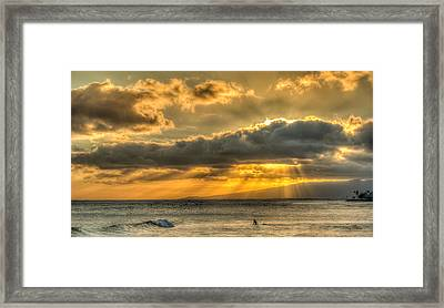 Waikiki Stand Up Paddle Framed Print by Tin Lung Chao