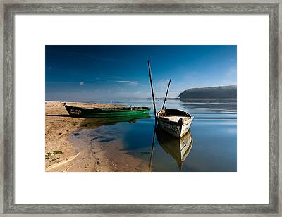 Framed Print featuring the photograph Waiting by Edgar Laureano