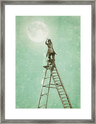 Waning Moon Framed Print by Eric Fan